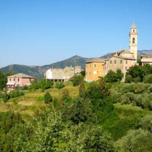 V4a Monte Zatta, village de Montemoggio (© Thierry Labour)